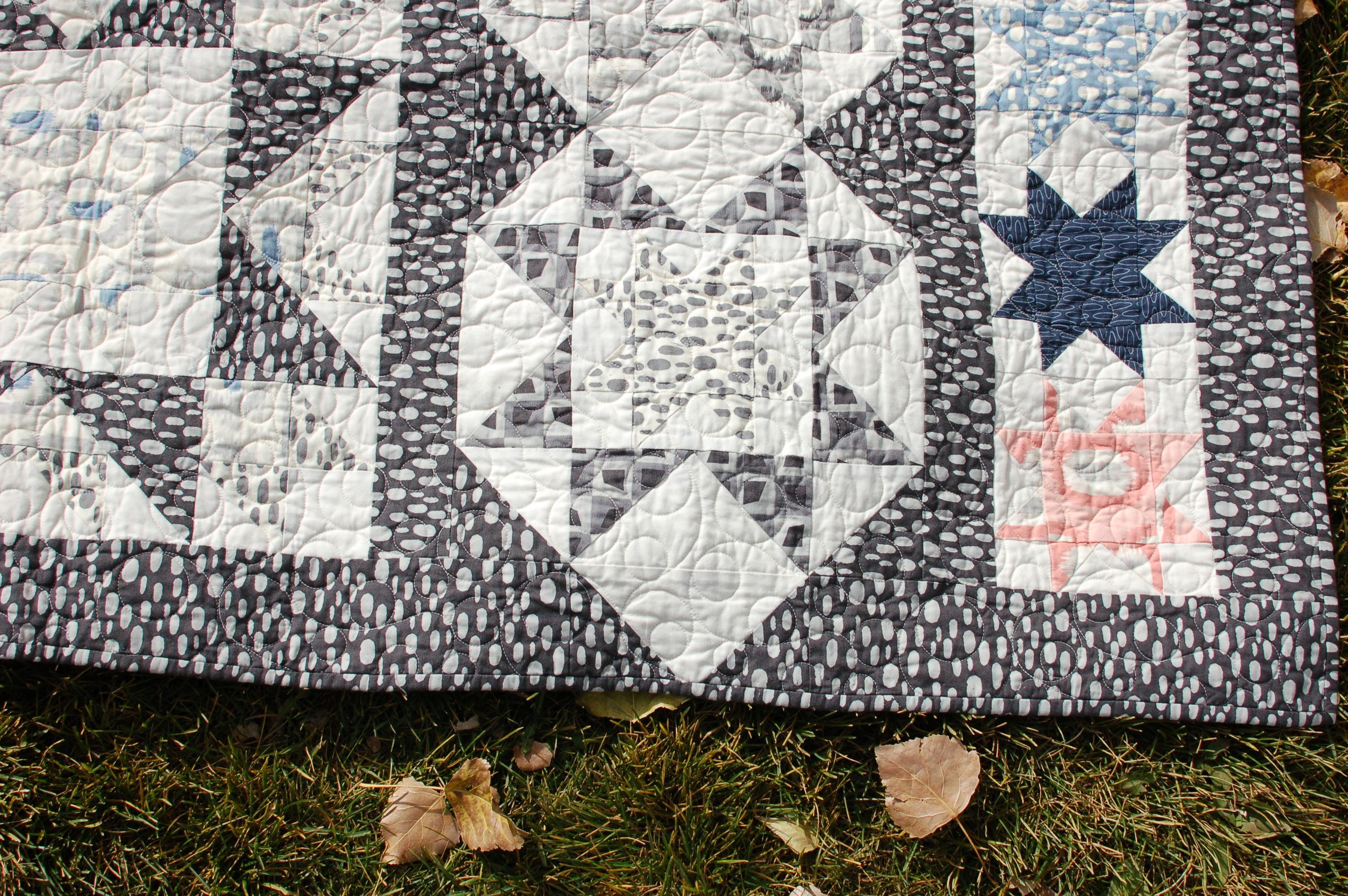 Starry Night - A fun star row quilt pattern by Amy Ellis #showmethemoda - AmysCreativeSide.com