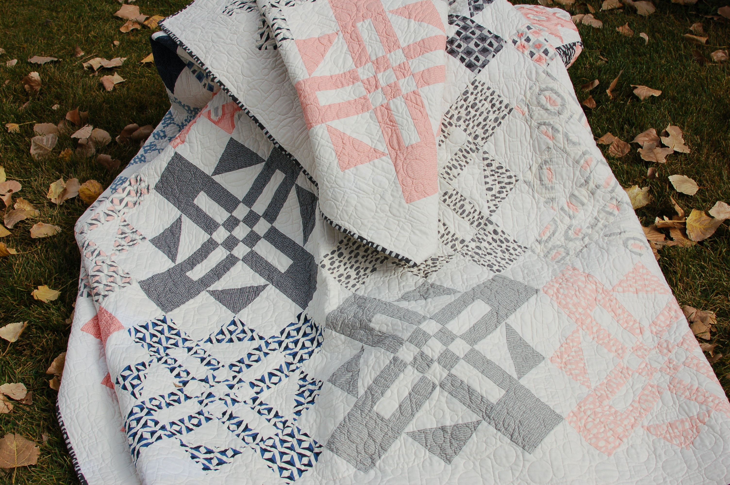 Turnstyle - Fat Quarter Quilt Pattern by Amy Ellis #showmethemoda - AmysCreativeSide.com